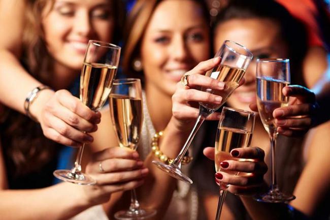 Dieta Mediterranea e alcol nelle occasioni festive.